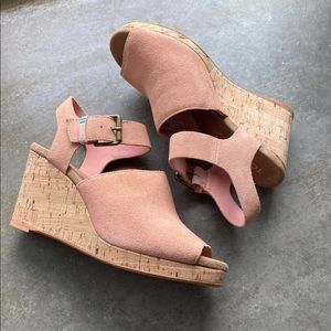 TOMS Tropez Wedge Sandal in Coral Pink, Size 7